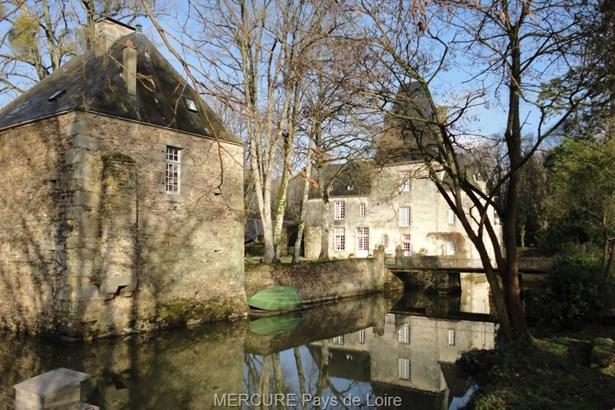 Montsurs - FRA (photo 2)