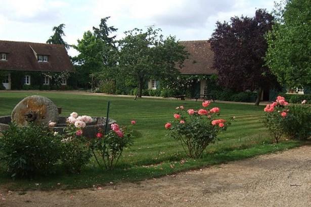 Damville - FRA (photo 2)