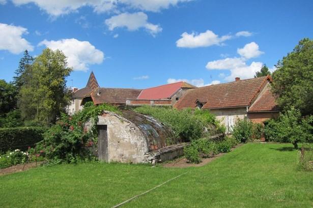 Chagny - FRA (photo 5)