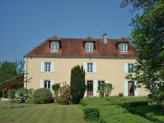 Lons-le-saunier - FRA (photo 3)