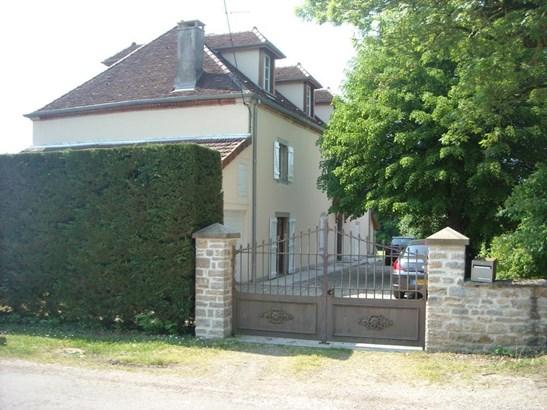 Lons-le-saunier - FRA (photo 5)