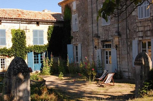 Champdeniers - FRA (photo 2)