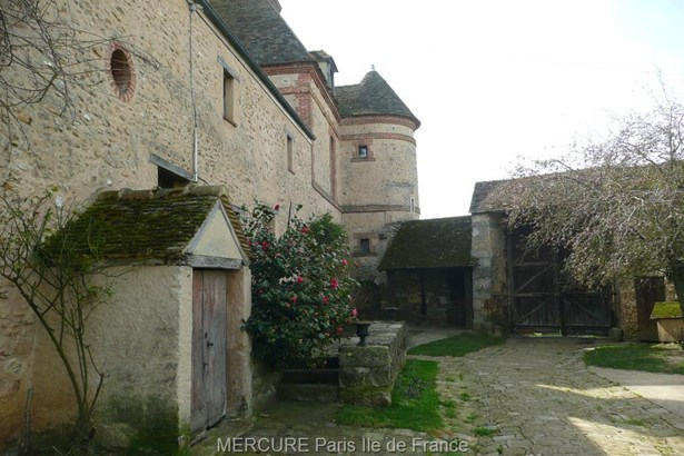 Houdan - FRA (photo 3)