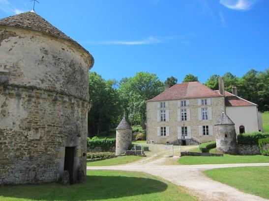 Langres - FRA (photo 4)