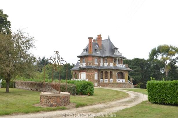 Laval - FRA (photo 1)