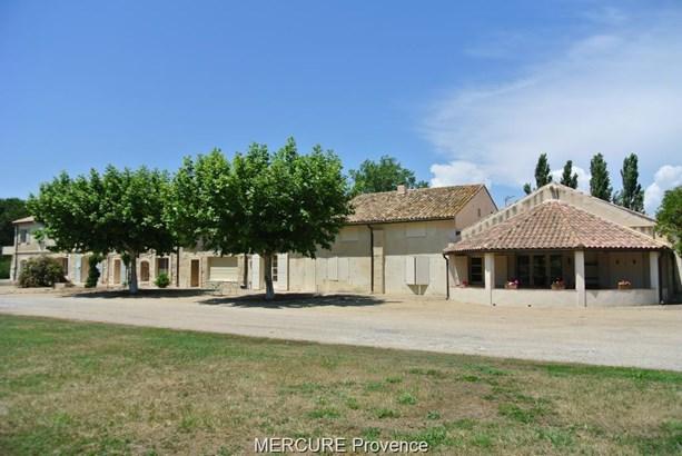 Arles - FRA (photo 2)