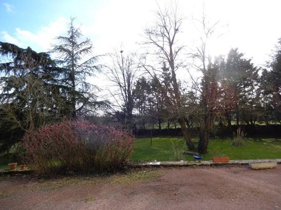 Champdeniers Saint Denis - FRA (photo 4)