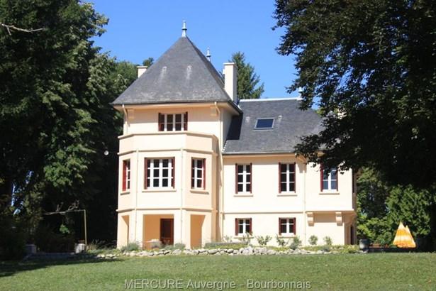 St Germain Des Fosses - FRA (photo 1)