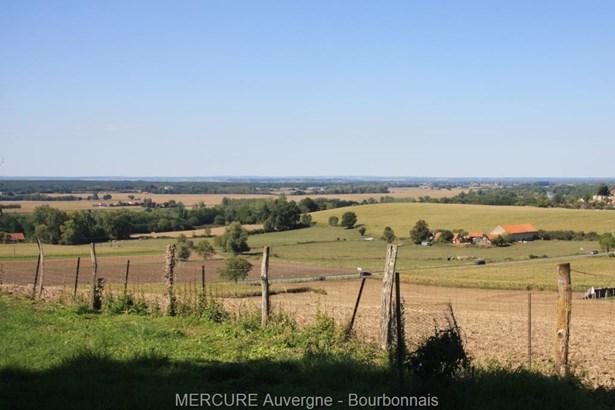 St Germain Des Fosses - FRA (photo 3)