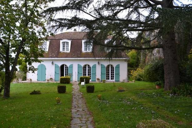 Lathus Saint Remy - FRA (photo 1)
