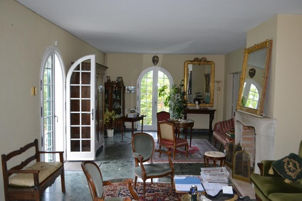Lathus Saint Remy - FRA (photo 5)