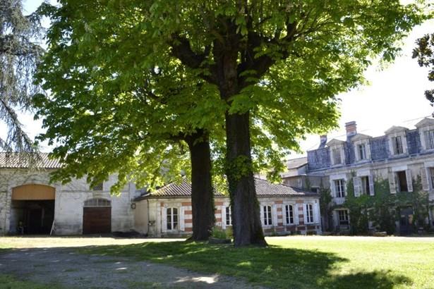 Angouleme - FRA (photo 3)