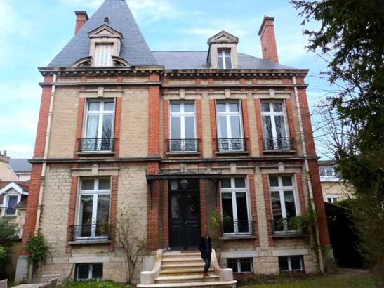 Troyes - FRA (photo 1)
