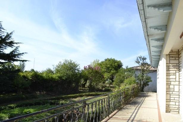 Mirambeau - FRA (photo 5)