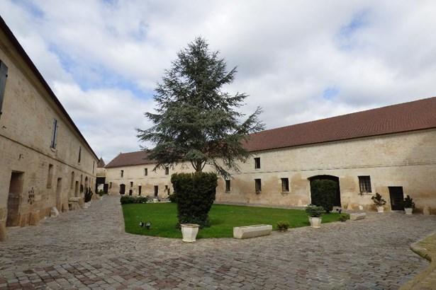 St Leu D'esserent - FRA (photo 3)