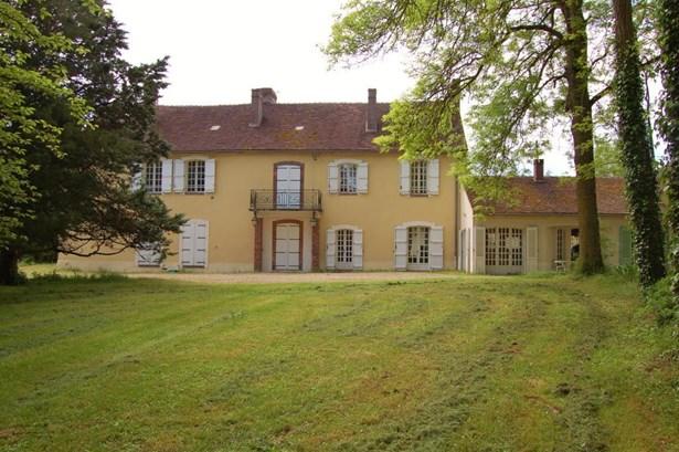 Joigny - FRA (photo 1)