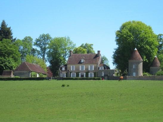Lons-le-saunier - FRA (photo 2)
