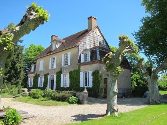 Lons-le-saunier - FRA (photo 4)