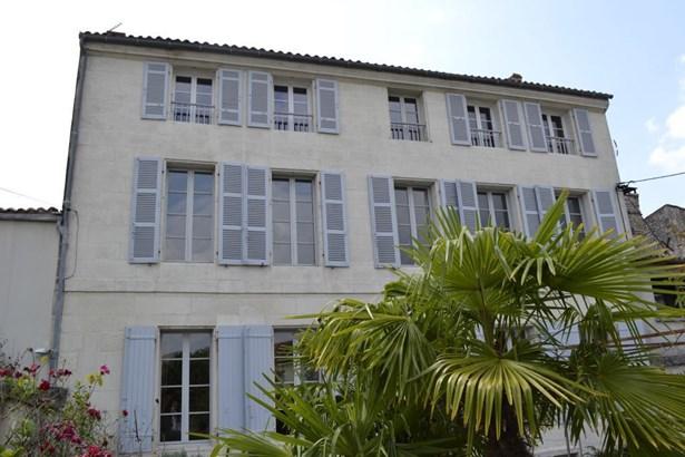 Saintes - FRA (photo 1)