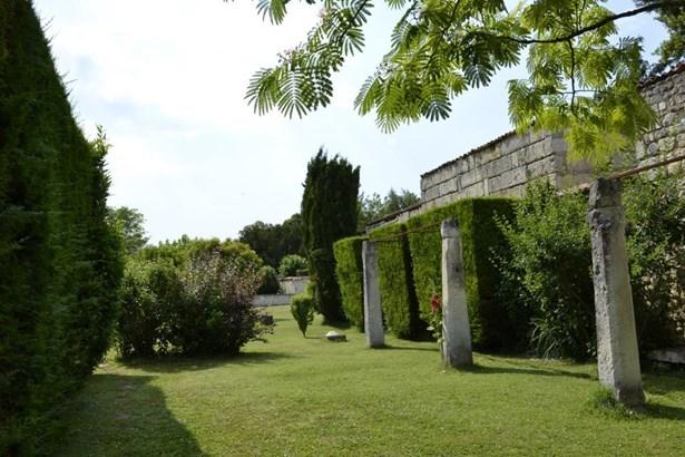 Saintes - FRA (photo 4)