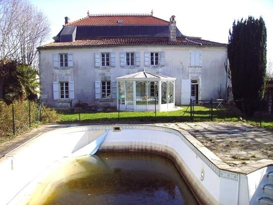 Saintes - FRA (photo 2)