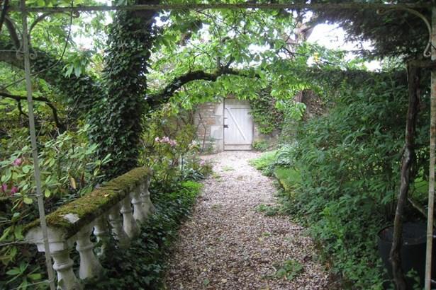 Montbard - FRA (photo 5)