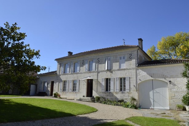 Pons - FRA (photo 1)