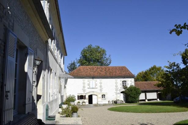 Pons - FRA (photo 2)