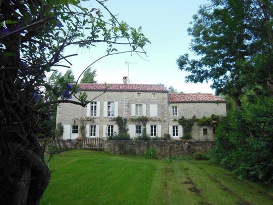 Coulonges-sur-l'autize - FRA (photo 1)