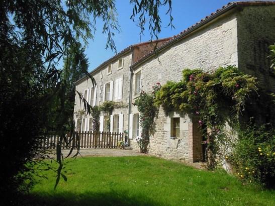 Coulonges-sur-l'autize - FRA (photo 2)