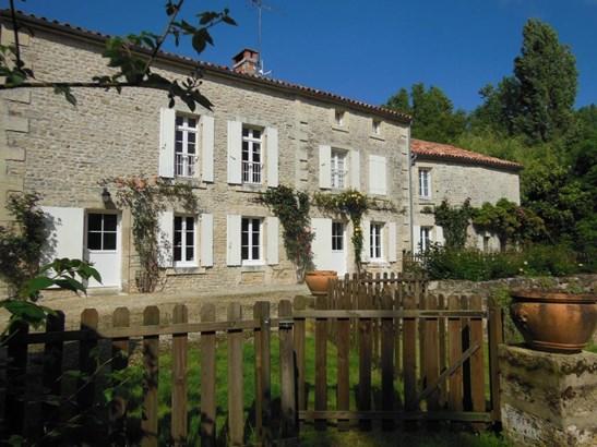 Coulonges-sur-l'autize - FRA (photo 3)