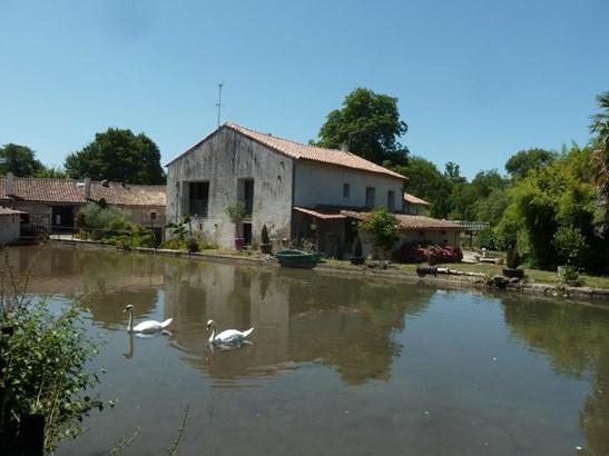 Melle - FRA (photo 1)