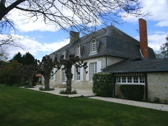 Neuville-de-poitou - FRA (photo 1)