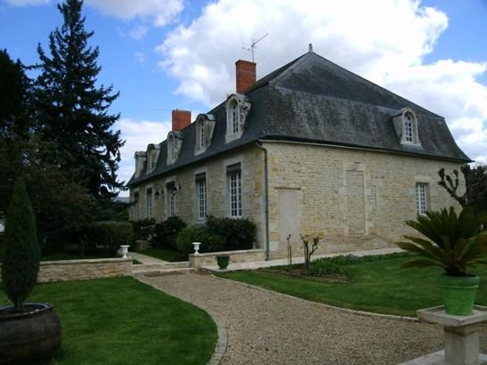 Neuville-de-poitou - FRA (photo 3)