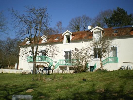 La Chataigneraie - FRA (photo 1)