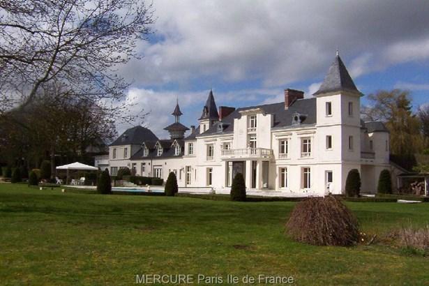 Houdan - FRA (photo 1)