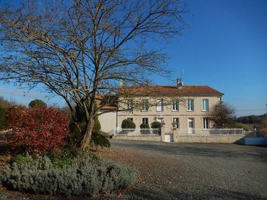 Champdeniers Saint Denis - FRA (photo 2)