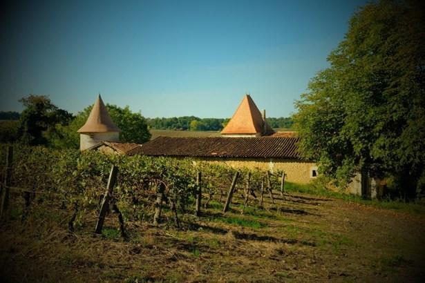 Barbezieux Saint Hilaire - FRA (photo 2)