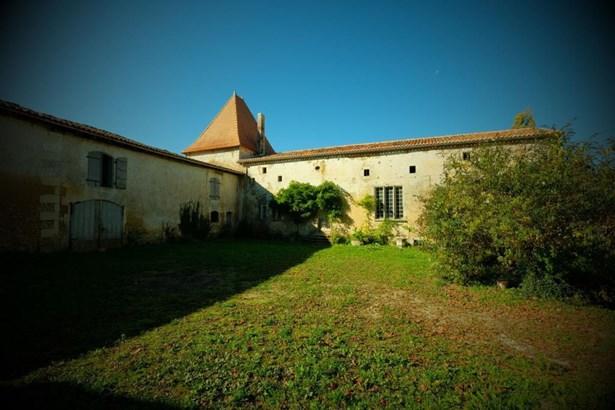Barbezieux Saint Hilaire - FRA (photo 3)