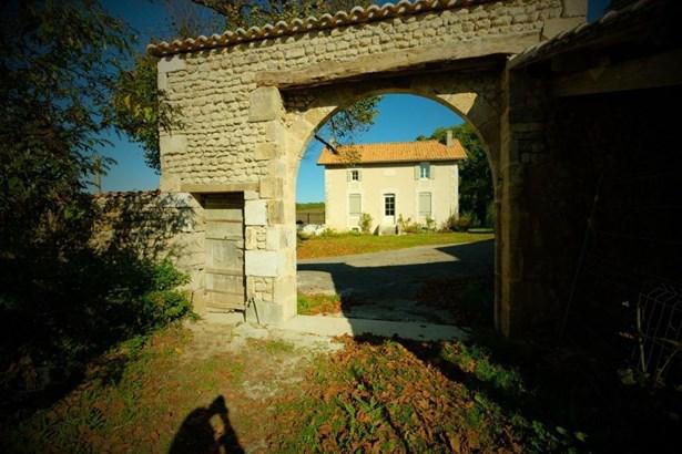 Barbezieux Saint Hilaire - FRA (photo 5)