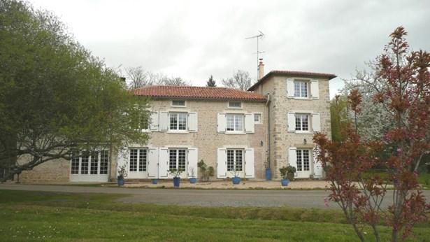 Charente - FRA (photo 2)