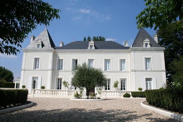 Chalais - FRA (photo 1)
