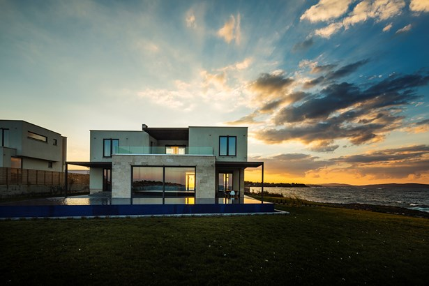 Unique Villa On The Seacoast With An Infinity Pool, Lozenets - BGR (photo 4)