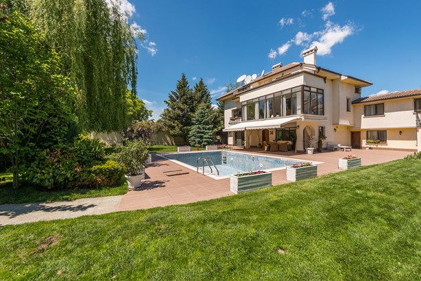 Lovely House With Large Courtyard And Swimming Poo, Sofia - BGR (photo 1)