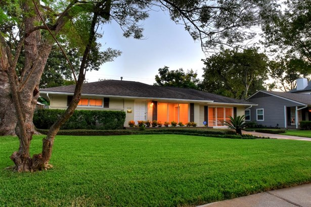 Welcome home to 5521 Judalon. A rare find in Houston—a charming ranch with no flooding and situated on a dead-end street, and what's more…it's tucked into a close-in Houston neighborhood. Large lot, spacious greenways, one-story simplicity. (photo 1)