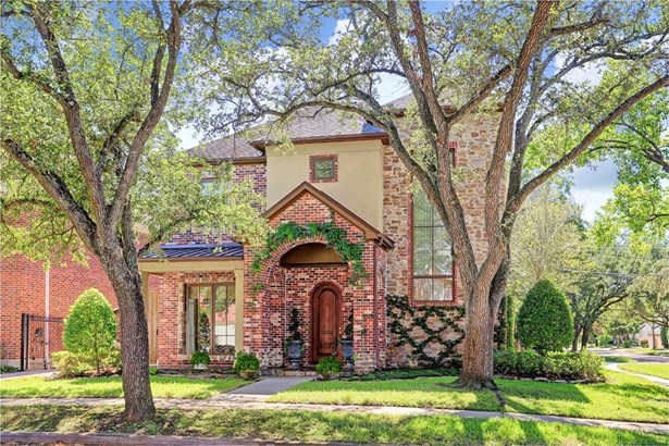 Great looking West University home on corner lot, attractive brick, stucco and stone elevation. Tree lined street and quiet location.