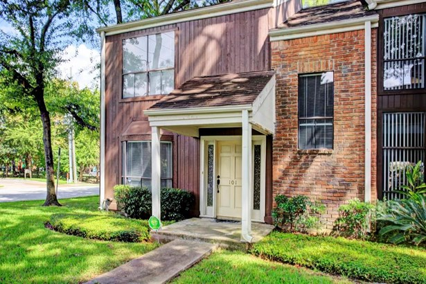Woodway Pines Two Bedroom Townhouse In A Fantastic Community & Location