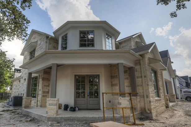 7526 Janak encompasses refined taste & convenient location in sought after Spring Branch. This strong build consists of a 3,599 SF Engineered foundation pad with 55 engineered piers and 3,000 PSI concrete. Elevation complete w/ TX limestone & stucco. (photo 1)