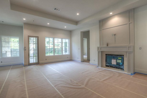 Great room at the back of the home offers a tray ceiling designating the living room from the kitchen and breakfast nook. Gas log fireplace will be complete with LED accent light, black trim kit and remote control. Construction as of 8/21/17 (photo 5)