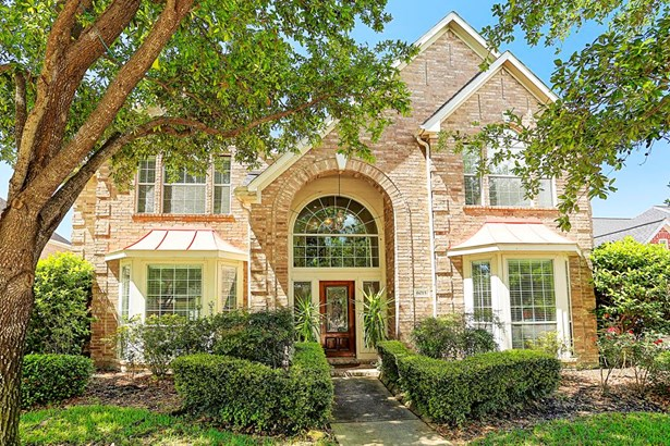 This lovely brick home is located near Houston s Energy Corridor in a guarded community of lakes and fountains. Area amenities include pools, playgrounds and tennis courts. There is easy access to area highways. (photo 1)
